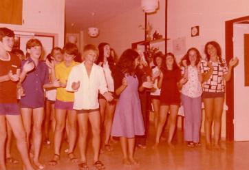 דקל 1976, צביקה שני משמאל
