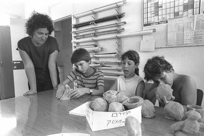 טלי פלדמן וילדים, 1975.