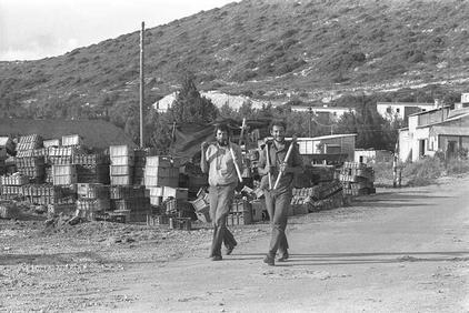 בעבודה, 1975.