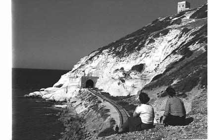 מבט למנהרה, 1962.