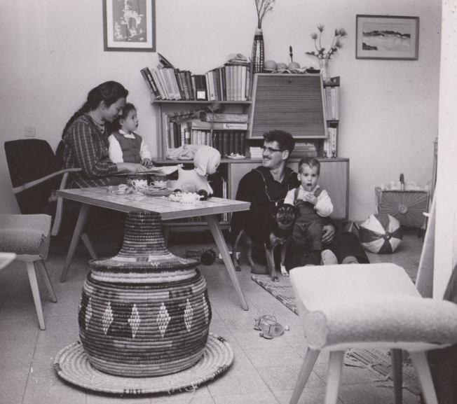משפחת לבני 1962: ציונה, גיל, אוסנת וניצן